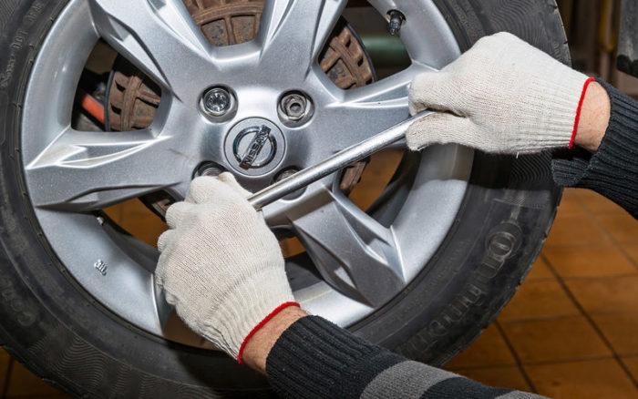 Стоит ли смазывать болты от колес