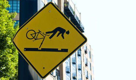 10 забавных дорожных знаков по всему миру